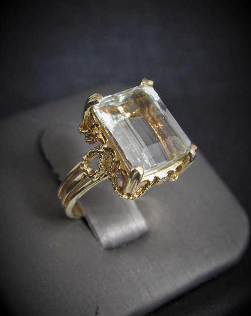14KT Yellow Gold Aquamarine Ring