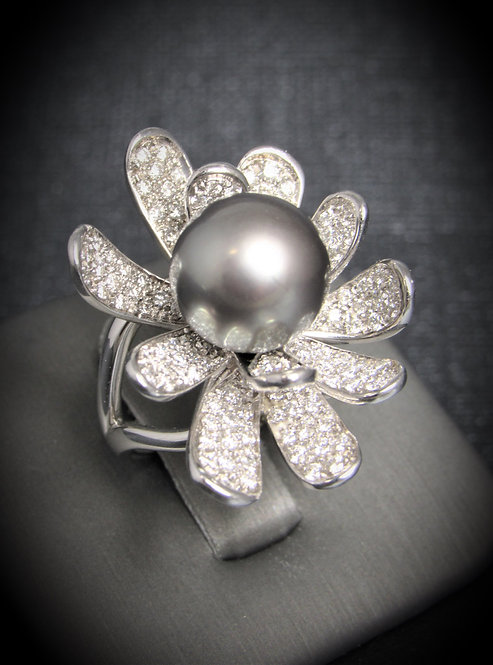 18KT White Gold Diamond And Pearl Flower Ring