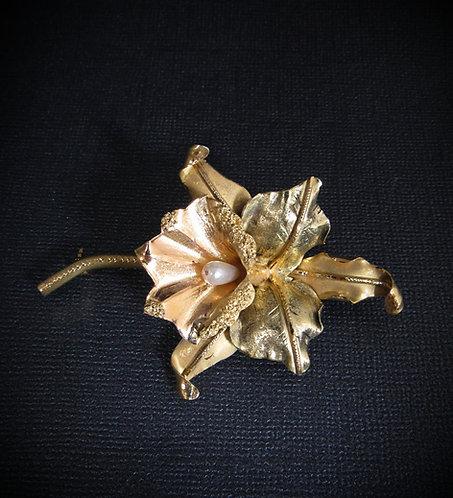 18KT Yellow Gold & White Pearl Antique Flower Brooch