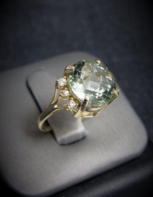 14KT Yellow Gold Diamond And Checkered Cut Green Amethyst Ring