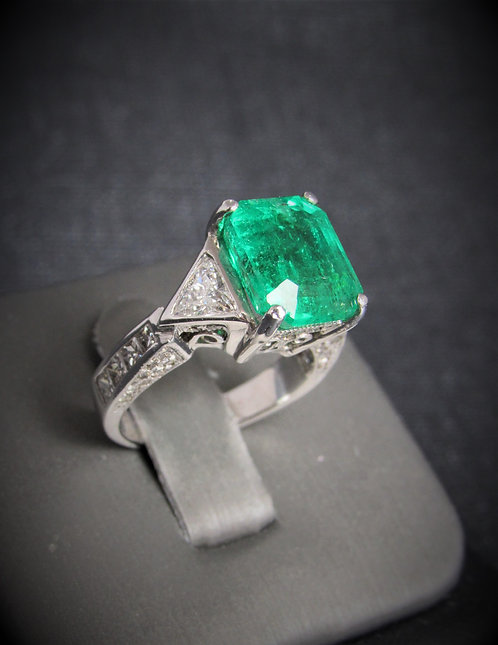 14KT White Gold Diamond And Emerald Three Stone Style Ring