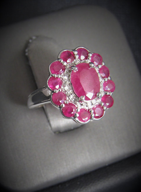 4KT White Gold Diamond And Ruby Ring
