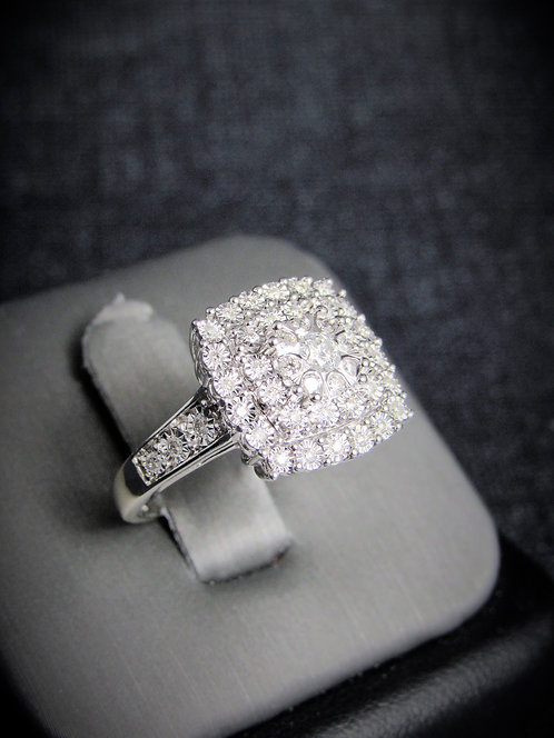 14KT White Gold Round Cut Diamond Cluster Engagement Ring