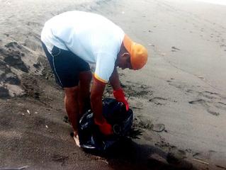 Realiza Instituto José Martí Tecomán, brigada de limpieza en playas