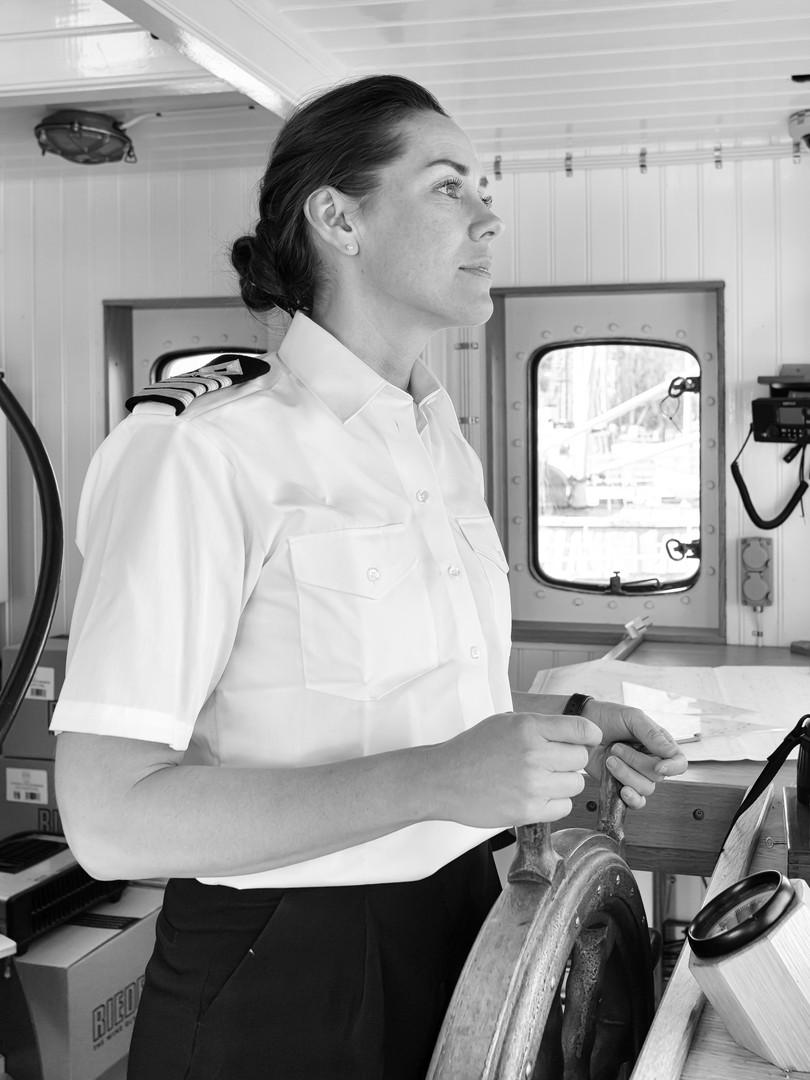Sjökapten_Linnea_åker_ut_med_båten_på_da