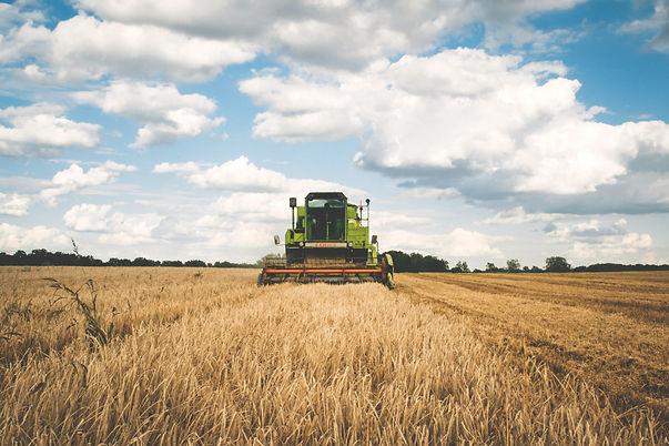 green-tractor-175389.jpg
