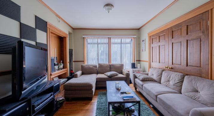 06-living-room.jpeg