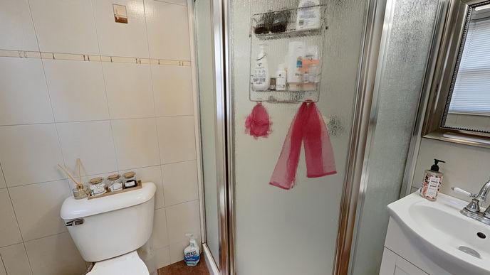 08-bathroom.jpg