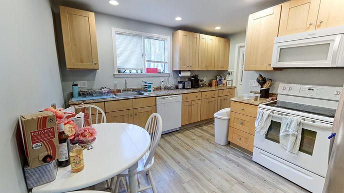 01-kitchen.jpg
