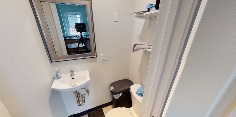 03-bathroompng
