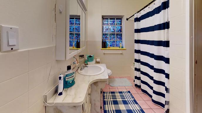 04-bathroomwebp