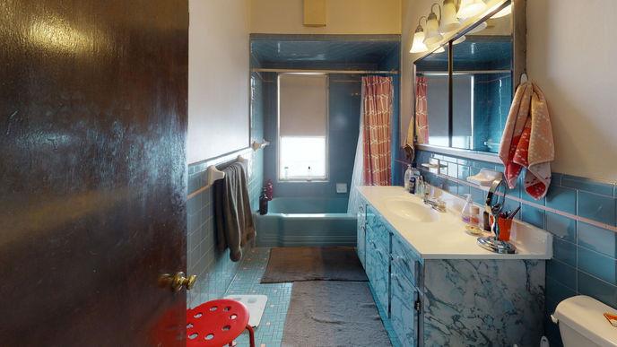 04-bathroom.jpeg