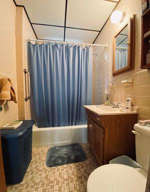 12-bathroomjpeg