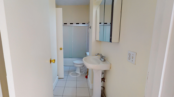 04-bedroom-b_c-bathroom.png