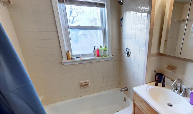 08-bathroompng