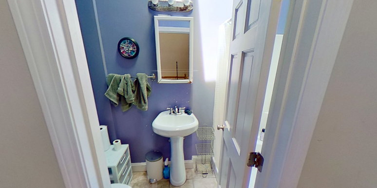 04-bathroompng