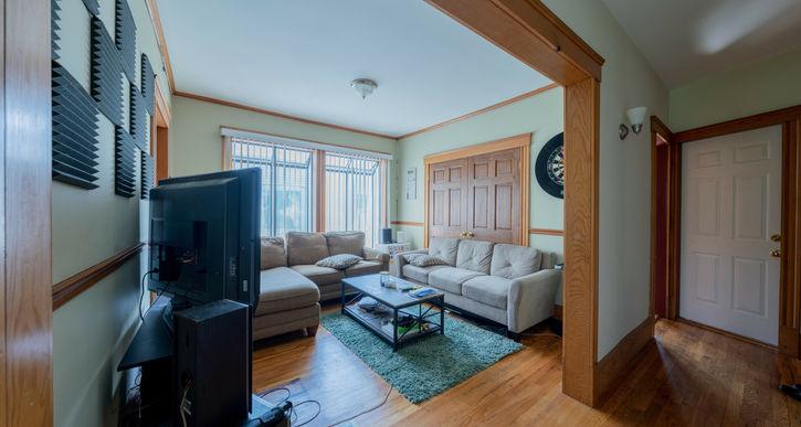 05-living-room.jpeg