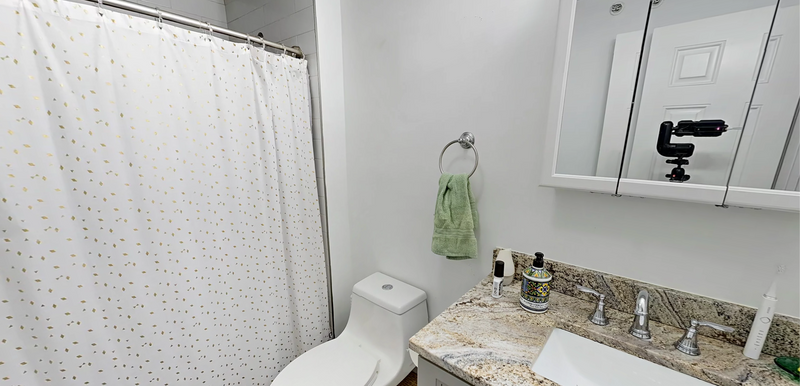 06-bathroompng