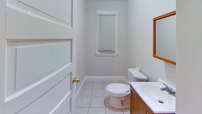 04-bathroomjpg