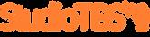 Logotipo do Studio TBS. Escrito em laranja e acompanhado pelo desenho de um microfone ao fim.