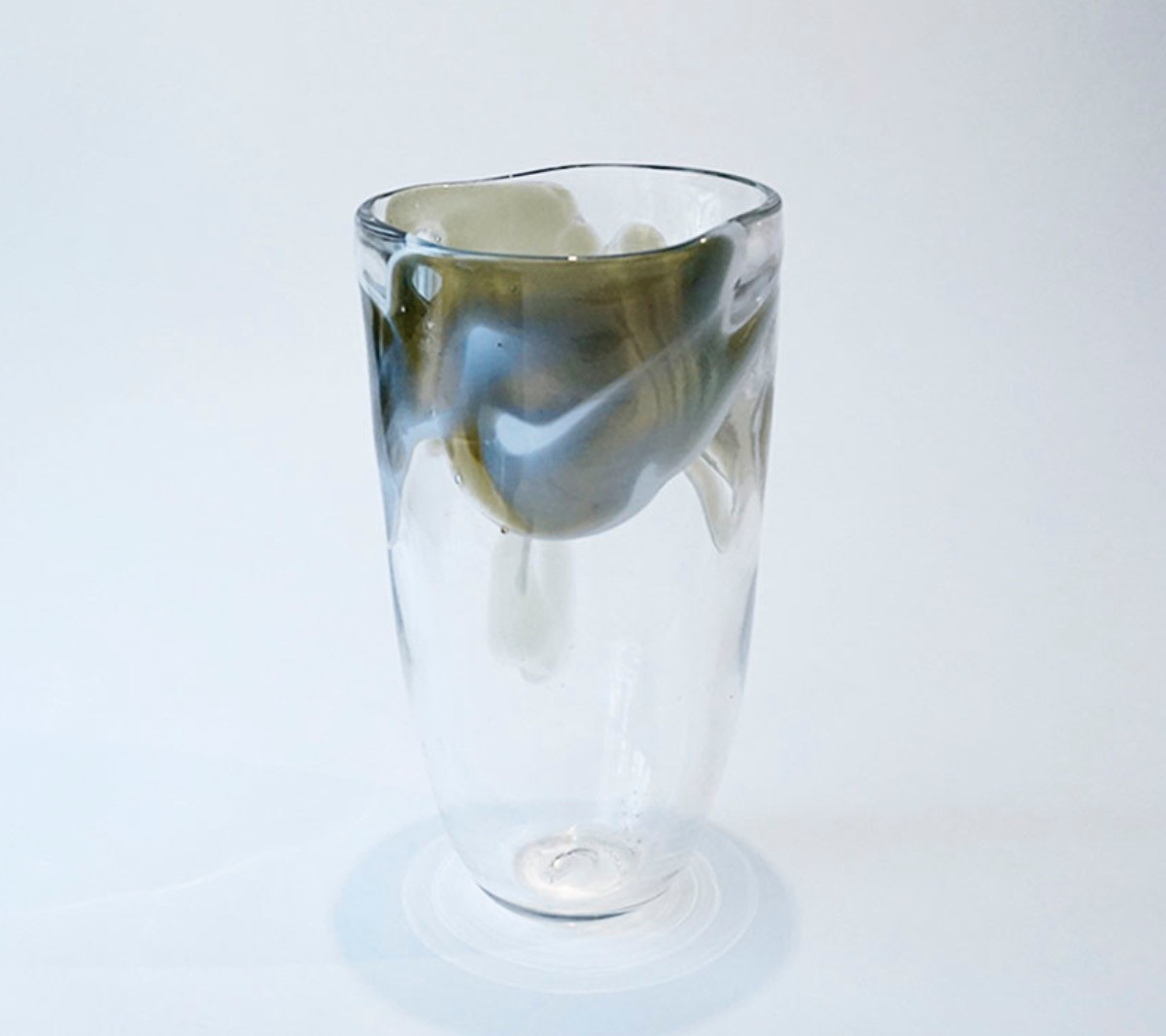et je fume...Grey green vase