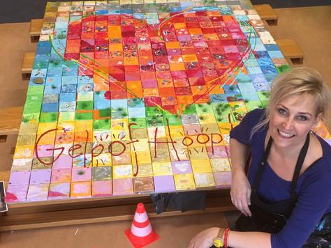 Met 391 kinderen schilderen