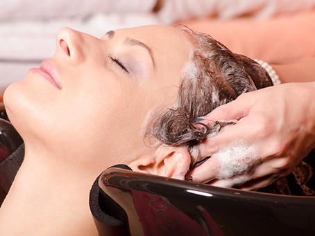 10 dicas de como lavar os cabelos corretamente