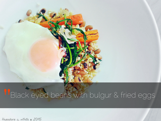 Black eyed beans with bulgur, fried egg & Stamnagathi
