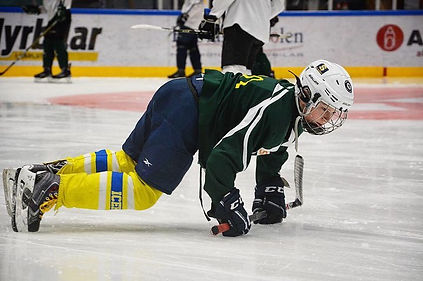 En hockeyspelare på Färjestad CCM Super Challange Weeks.