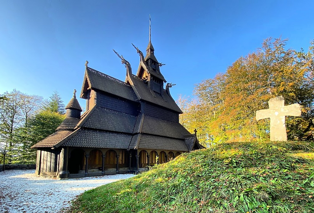 Fantoft stave church.png