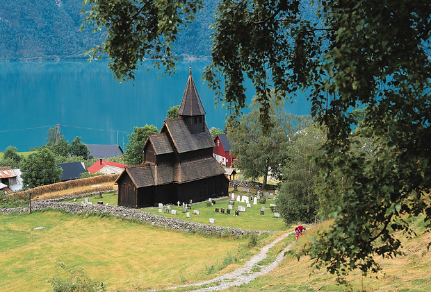 Urnes Stave church Luster.png