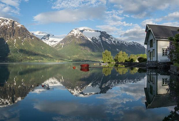 Hjelle ved Strynsvatnet.jpg