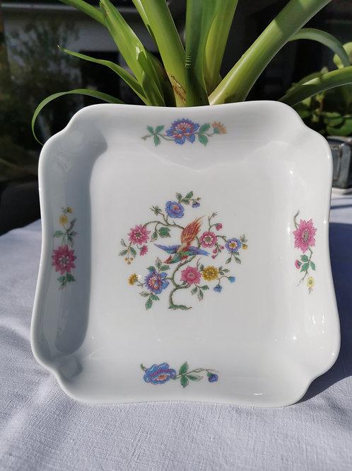 Petit plat carré en porcelaine de Limoges, motif oiseaux