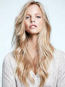 blonde-hair-extensions-tape.pg