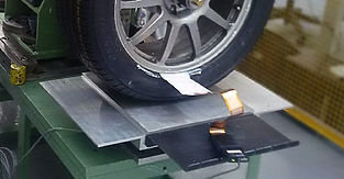 A vehicle tire with a tire bead sensor measures the pressure distribution of the tire bead seal.