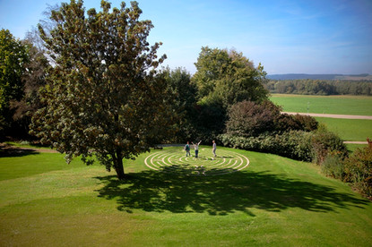 Meditation – Labyrinth im Garten