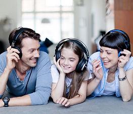 FAMILY Y LISTENING.jpeg