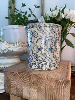 vintage roseville 1 qt. high jar