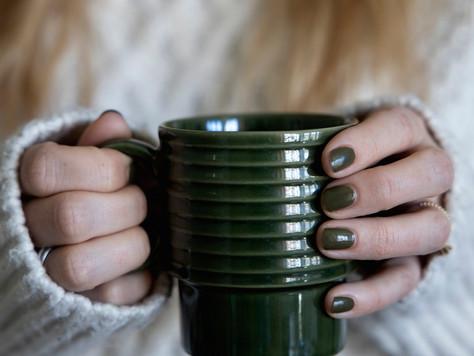 Kaffee und Waldgrün