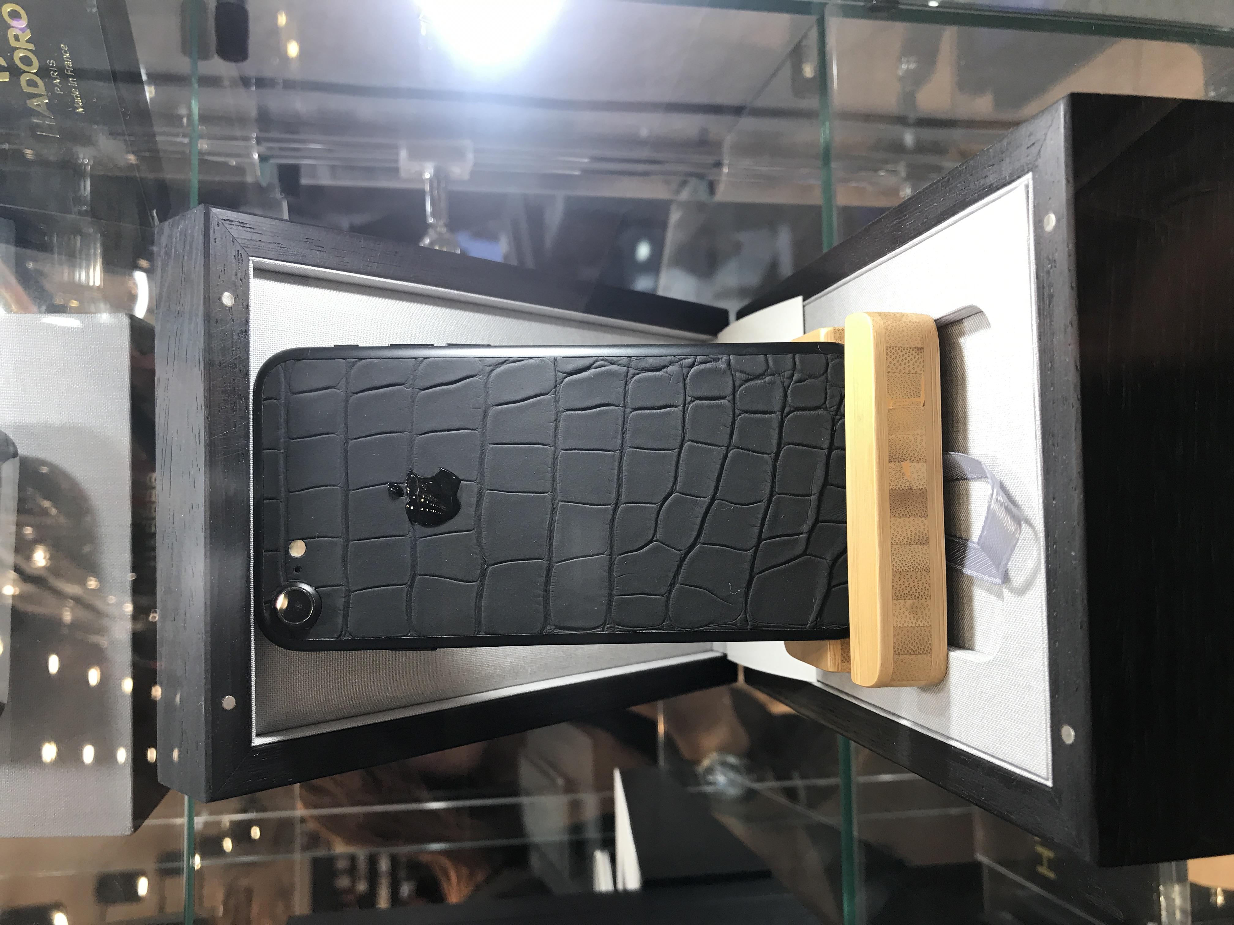 Black iPhone alligator