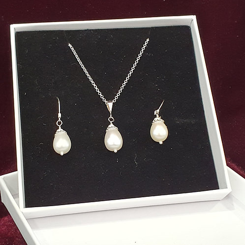 Classic pearl drop pendant and earrings set