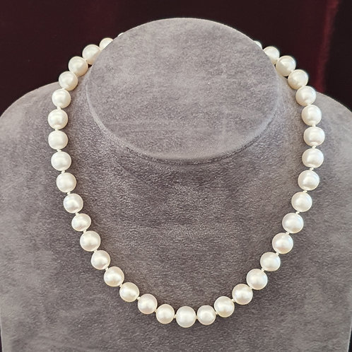 White cultured pearl jewellery, large round pearl necklace, hand knotted