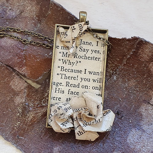 Jane Eyre pendant necklace for book lover.