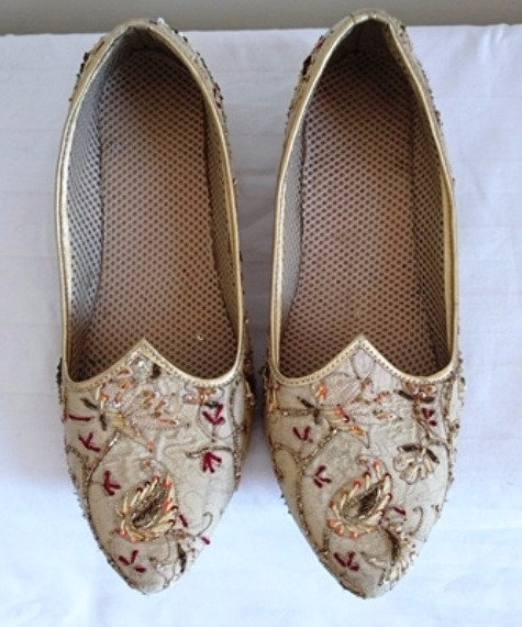 Men's size 10 wedding shoes in beige with red and gold embroidery