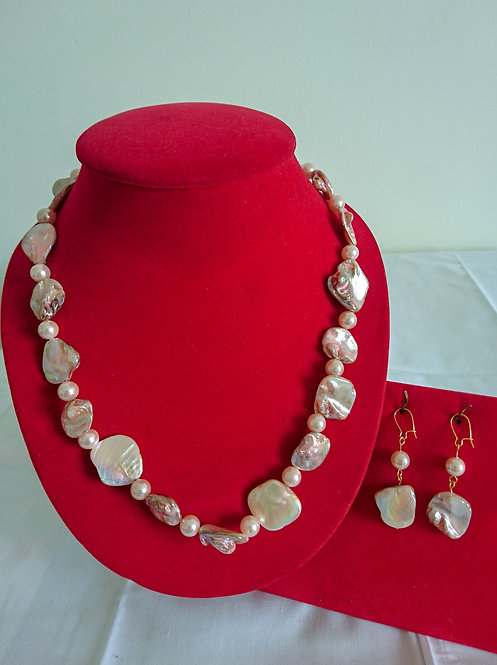 Beautiful chunky pearl necklace set with matching earrings (in pink or white)