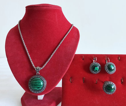 Beautiful 4 piece green stone set