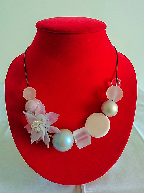 Chunky pink and white floral necklace