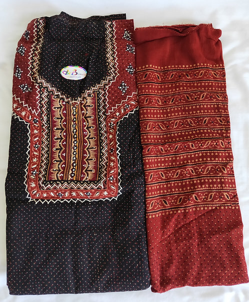Simple black patterned unstitched suit material with stall