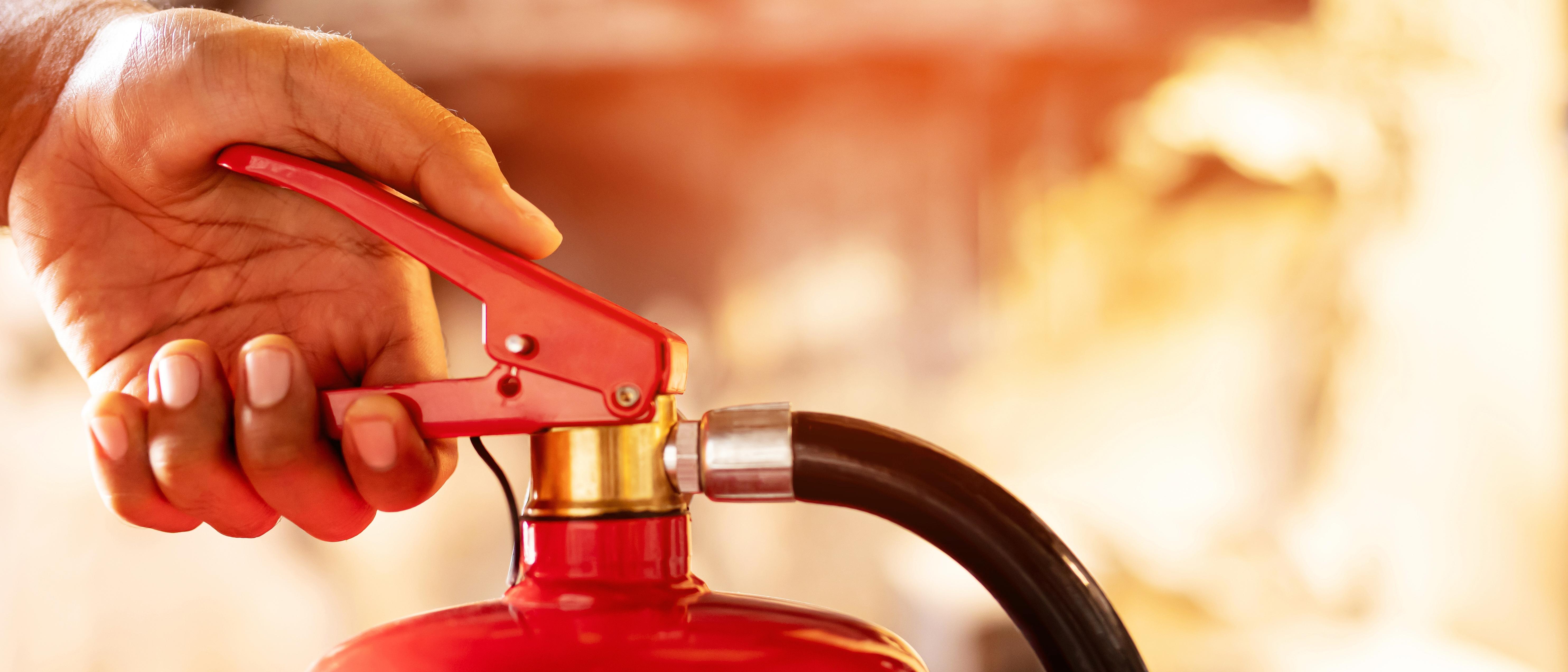 Umgang mit Feuerlöschgeräten