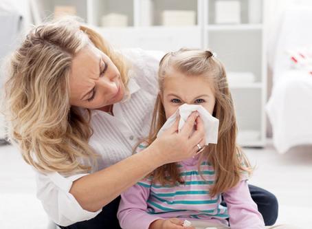 Criança doente: saiba como lidar com as infecções na volta às aulas!